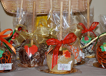 polkatots-party-favors-apples-favorsboxes-cookies